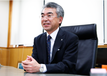 写真:代表取締役社長 江畑佳明